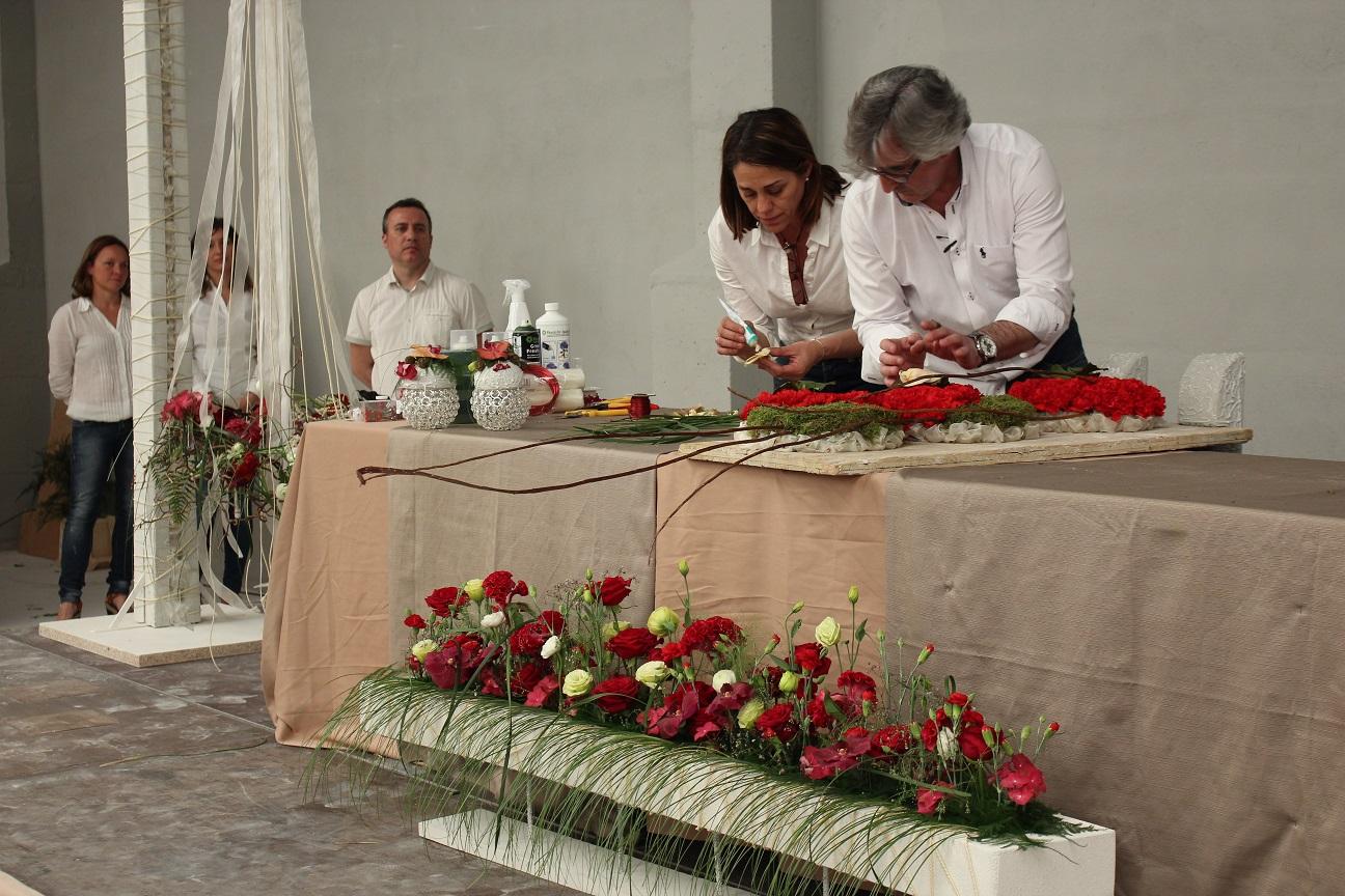 Juan Chamorro, en la imagen ayudado por Mª Carmen Barreña