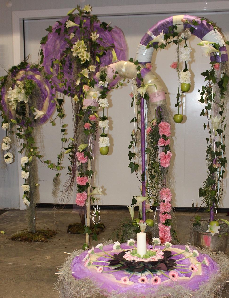 Decoración con pamelas y arcos, ideal para boda civil