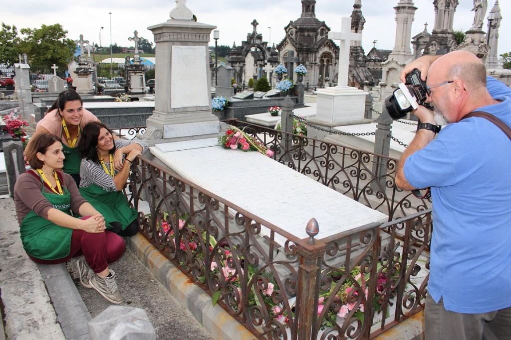 Prueba en Cementerio de Avilés, con Emilio (revista Clip)