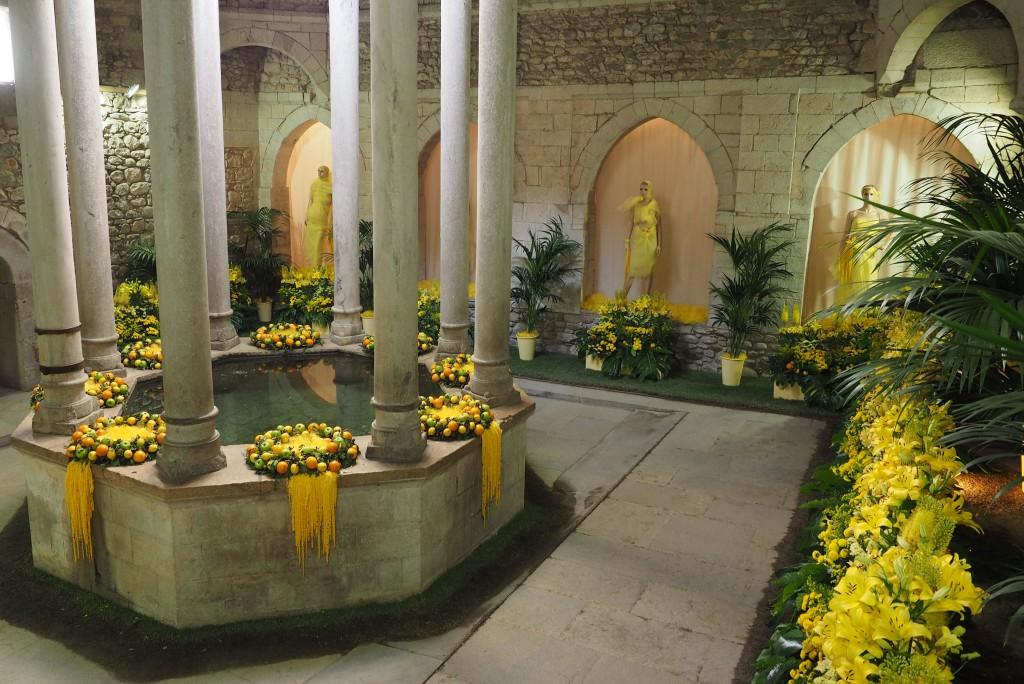 Baños árabes, Apodyterum. Decoración floral: Lluís Vilagran, Joan Manel Guillén y otros. Foto ®Pere Duran