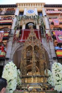 Corpus Toledo'15. Escuela de Arte Floral de Cataluña (en Arco de la Sangre). Foto: Asociación Floristas provincia Toledo (©2015 Miguel Ángel Olmos Iglesias)