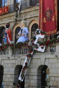 Corpus Toledo'15. Eduard Maynegra y equipo (Fachada Ayuntamiento).  Foto: Asociación Floristas provincia Toledo (©2015 Miguel Ángel Olmos Iglesias)